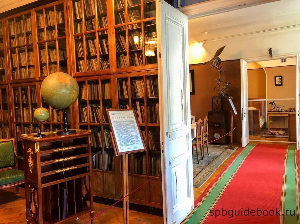Фото коридора в музее Кирова (Санкт-Петербург): библиотека, столовая, спальня.