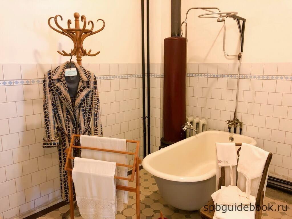 Фото ванной комнаты в музее Кирова в Санкт-Петербурге.