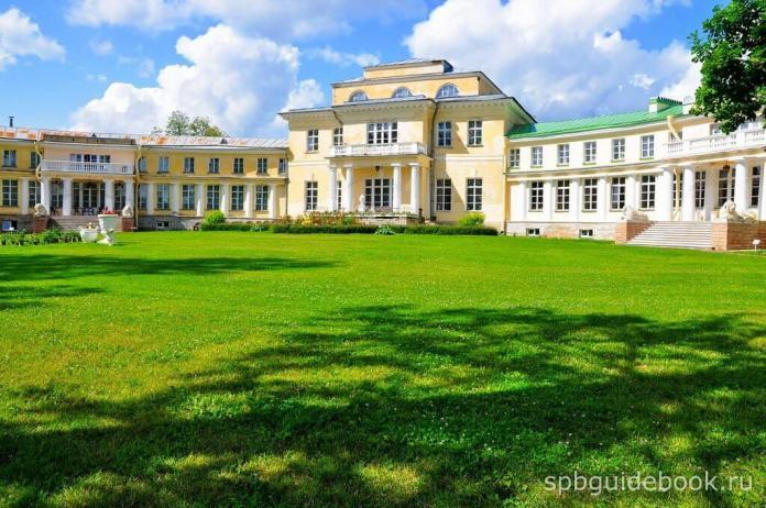 Фото дворца в усадьбе Марьино под Санкт-Петербургом.