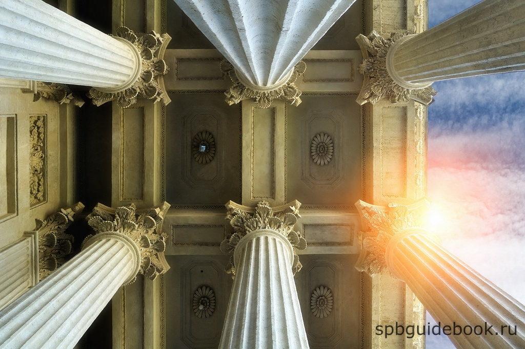 Казанский собор: архитектурные элементы фасада здания.