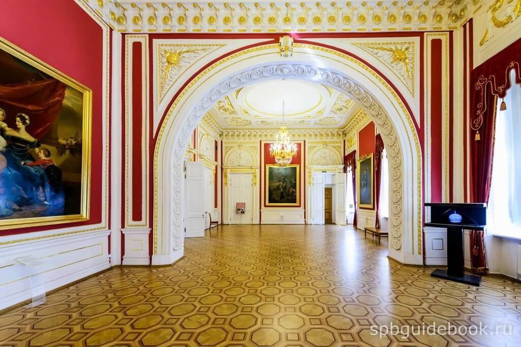 Фото интерьеров Михайловского (Инженерного) замка в Санкт-Петербурге.