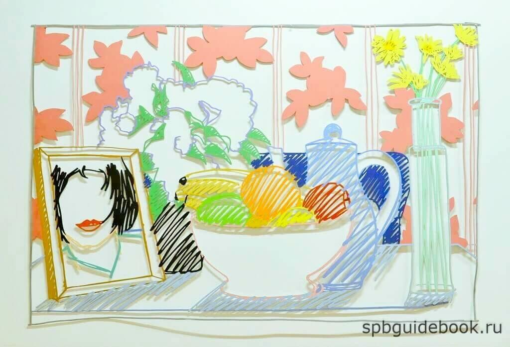 """Фото работы Тома Вессельмана: """"Рисунок из стали с фруктами, цветами и Моникой"""" в Мраморном дворце. Санкт-Петербург."""