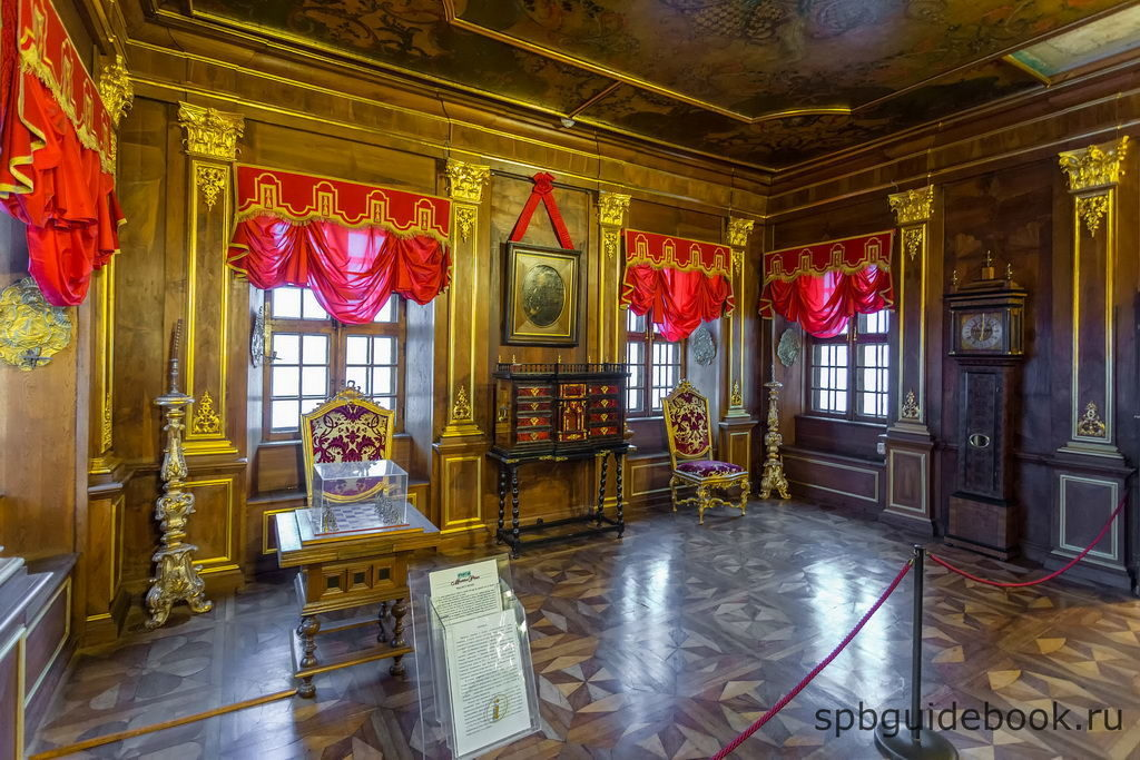 Ореховая гостиная. Меншиковский дворец в Санкт-Петербурге.