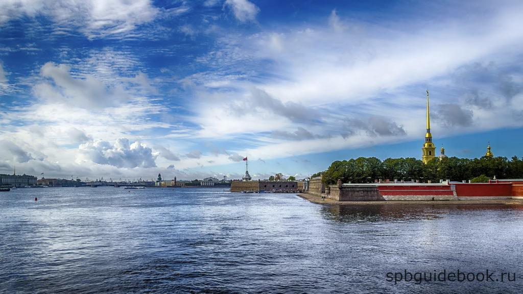 Фото Петропавловской крепости - вид со стороны Невы.