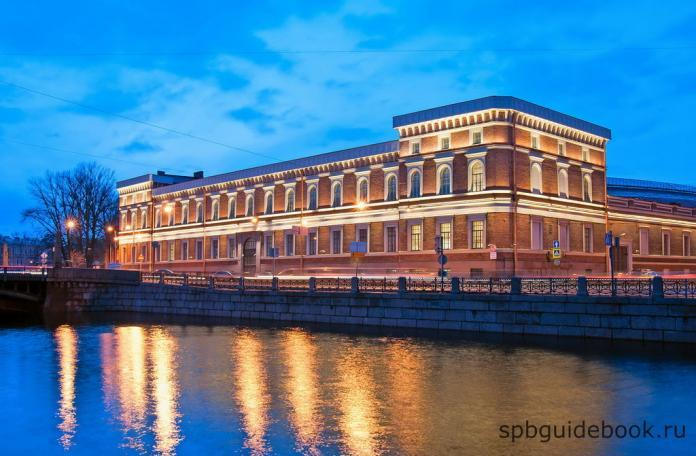 Центральный военно-морской музей в Санкт-Петербурге.