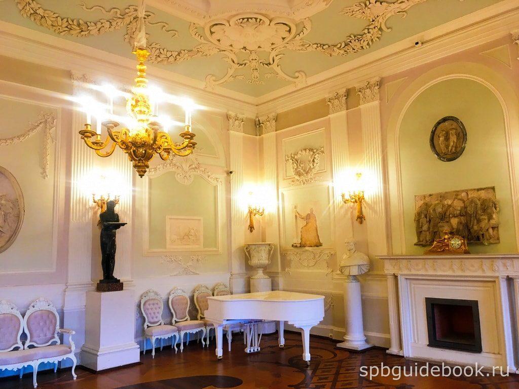 Белый зал. Большой Гатчинский дворец.