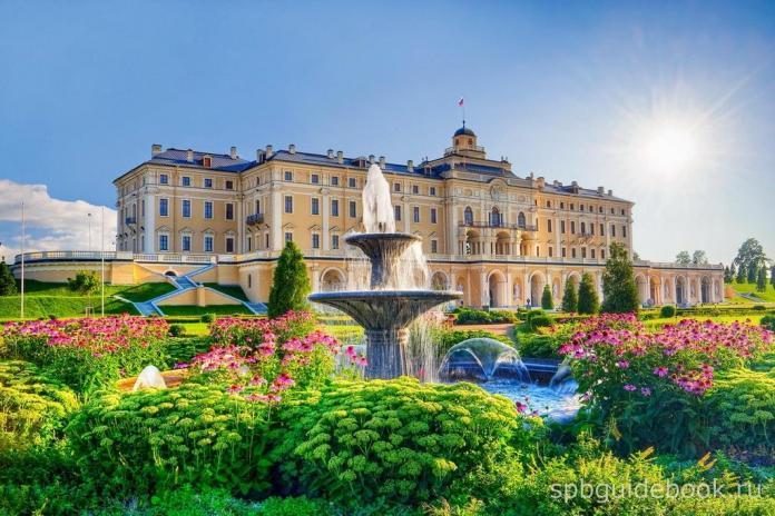 Константиновский дворец. Вид со стороны Нижнего парка.