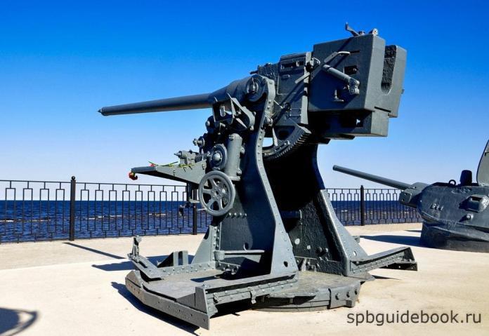Фото артиллерийских орудий музея