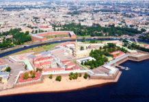Фото Петропавловской крепости в Санкт-Петербурге - вид сверху.