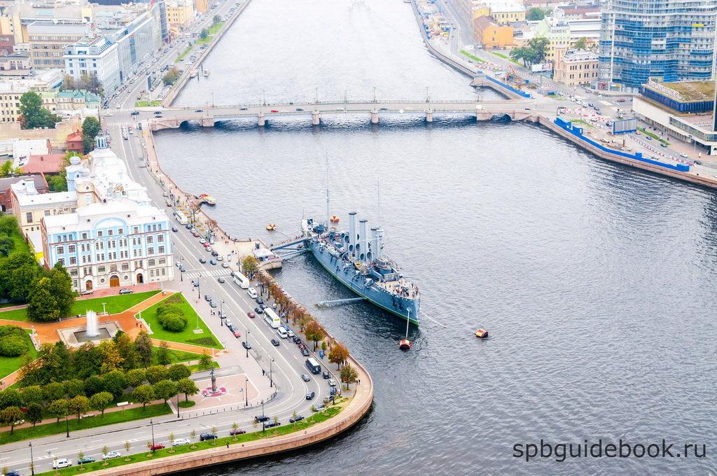 """Крейсер """"Аврора"""" в Санкт-Петербурге. Вид сверху."""