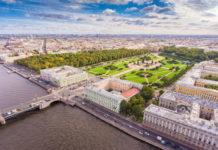 Марсово поле и Летний сад в Санкт-Петербурге. Вид сверху.