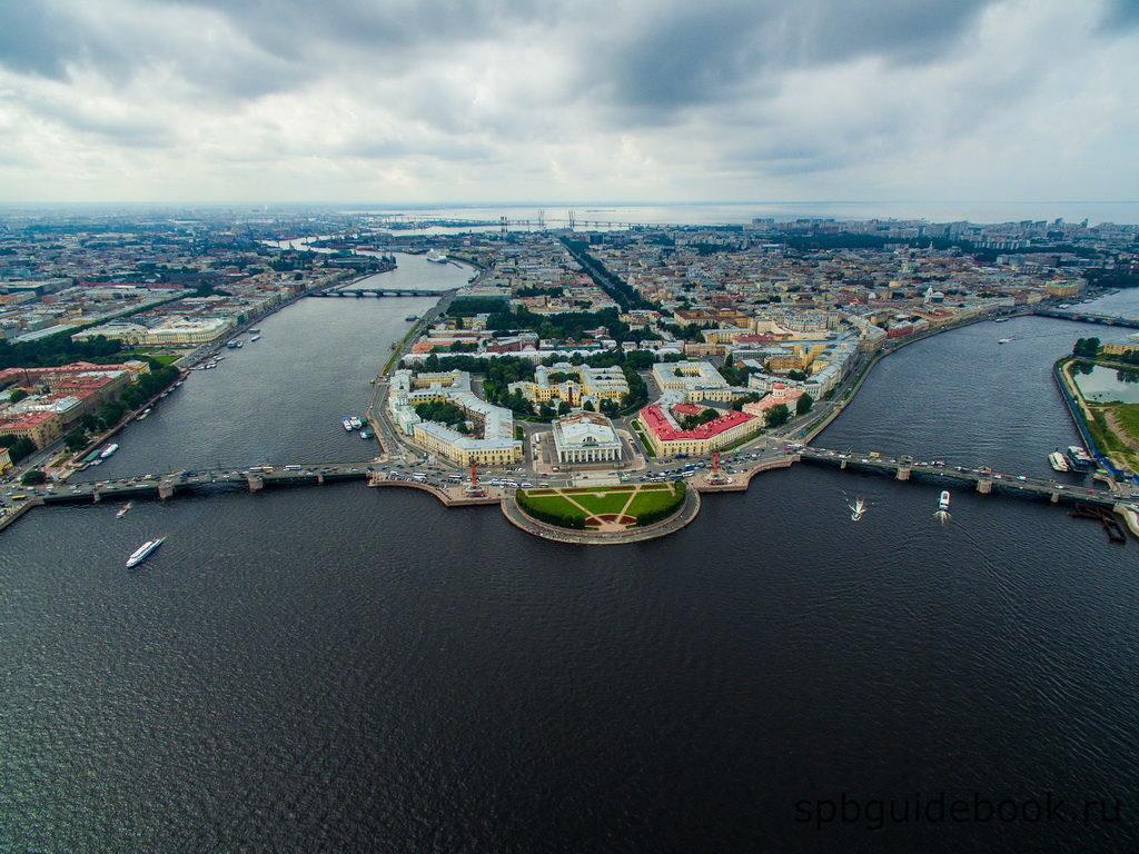 Стрелка Васильевского острова в Санкт-Петербурге. Вид сверху.
