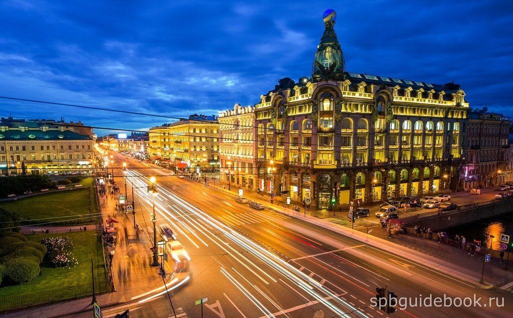 Фото Невского проспекта и здания Зингер в Санкт-Петербурге.