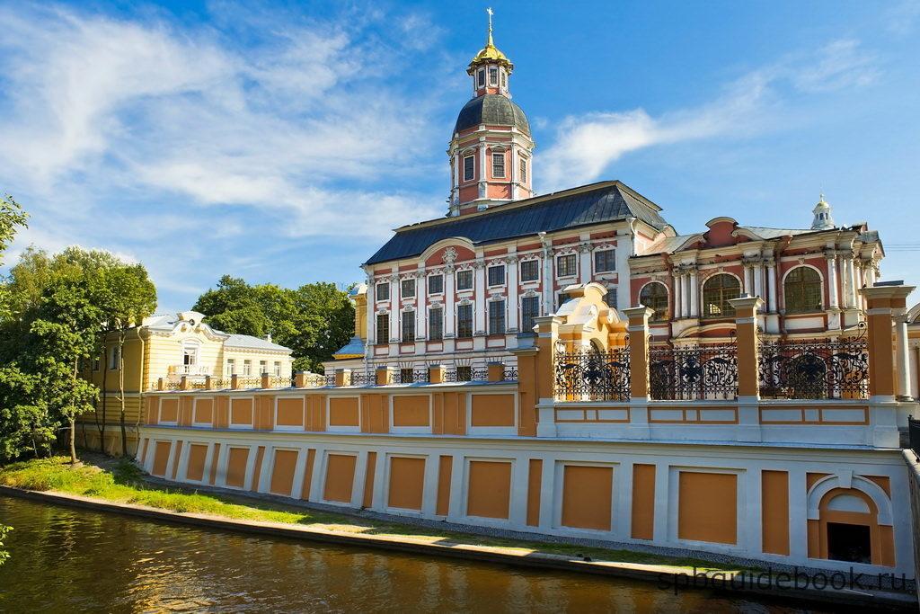 Фото Свято-Троицкой Александро-Невской Лавры в Санкт-Петербурге.