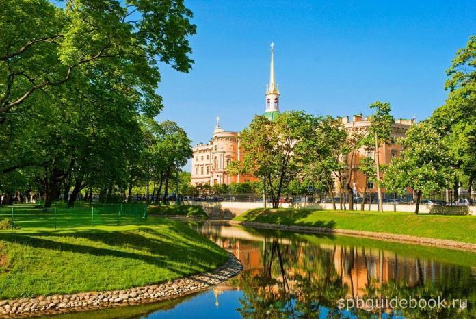 Фото Михайловского замка и Михайловского сада в Санкт-Петербурге.